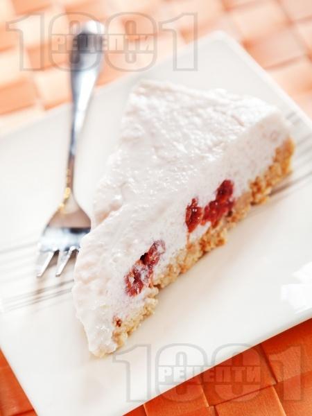 Бисквитена торта Малинов йогурт с кисело мляко и компот от малини - снимка на рецептата